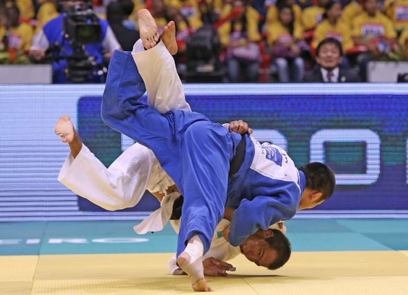 Masashi Ebinuma retained his world title with victory over Kazakhstan's Azamat Mukanov