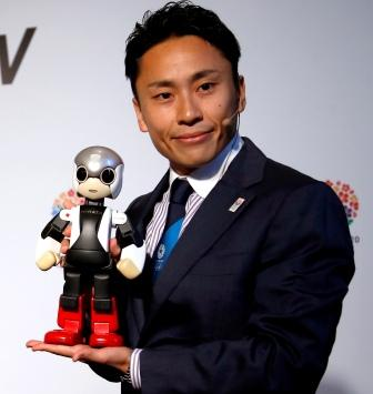 Fencer Yuki Ota appearing alongside the robot Mirata here to emphasise Tokyo 2020s technological prowess