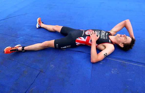 Great Britains Jonny Brownlee collapses in exhaustion and dispondency after being outsprinted by Spains Javier Gomez in Hyde Park