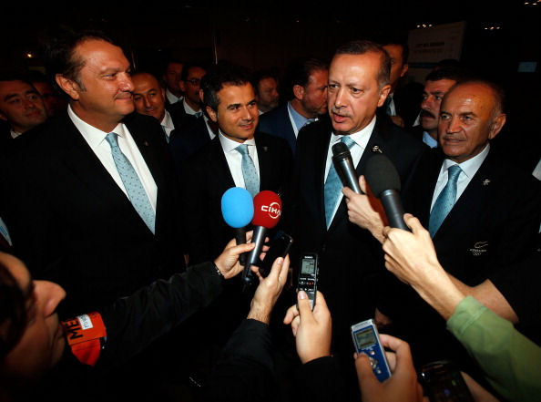 Hasan Arat alongside Turkish Prime Minister Recep Tayyip Erdogan following Istanbuls presentation ahead of their second place finish