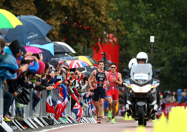 The rain was failing to dampen the crowds excitement as Brownlee and Gomes endured a pulsating running battle for the world title