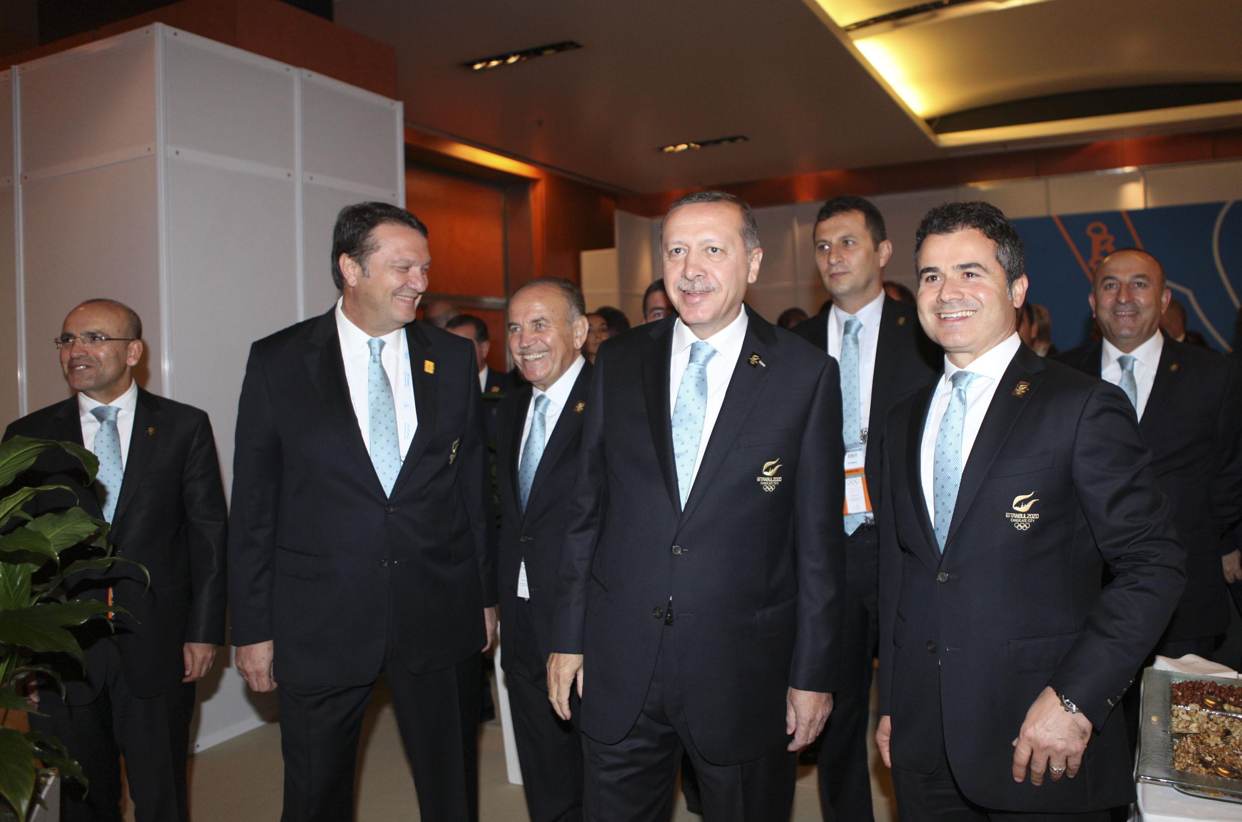 Turkish Prime Minister Recep Tayyip Erdogan alongside the 2020 team