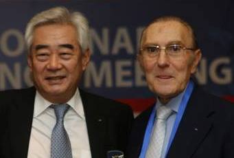 World Taekwondo Federation chief Chungwon Choue (right) has reappointed Peru's Ivan Dibos as his vice-president