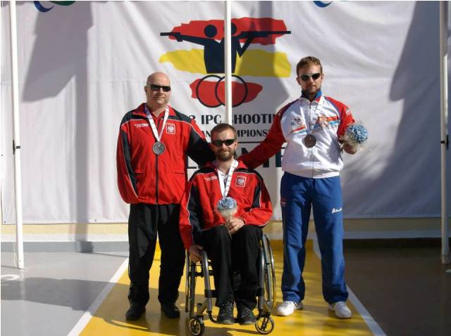 Filip Rodzik (centre) and Bawomir Okoniewski (left) made it a Polish top two in the pistol event on day four