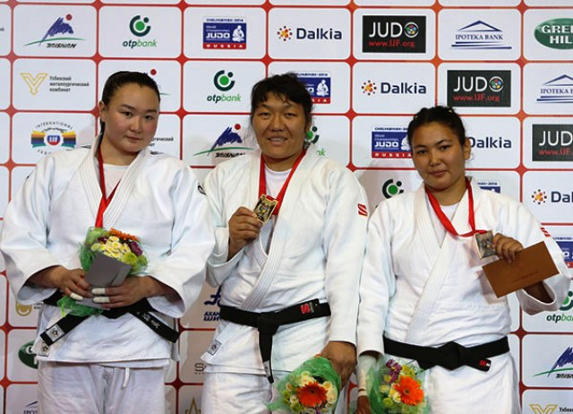 Gulzhan Issanova of Kazakhstan (centre) secured her second Grand Prix gold in as many events in Tashkent
