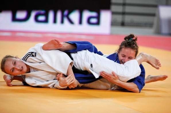 Irina Dolgova won Russias second gold beating Romanian Alexandra Pop after just 32 seconds