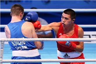 Merey Akshalov (red) ensured home fans were smiling with his win over Josh Taylor in Almaty