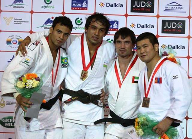 Mirali Sharipov (second from left) ensured Uzbekistan ended the day with three gold medals