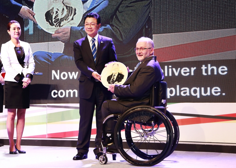 PyeongChang2018 Paralympic Emblem Launch Appreciation of Plaque 1