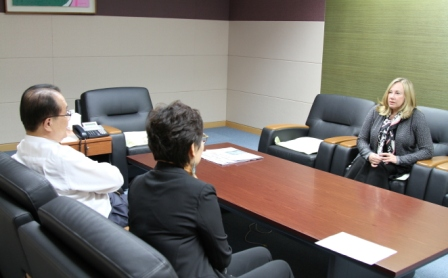 Roslyn Morris and Kim Yoon-Suk have a meeting to discuss the Young Reporters Program