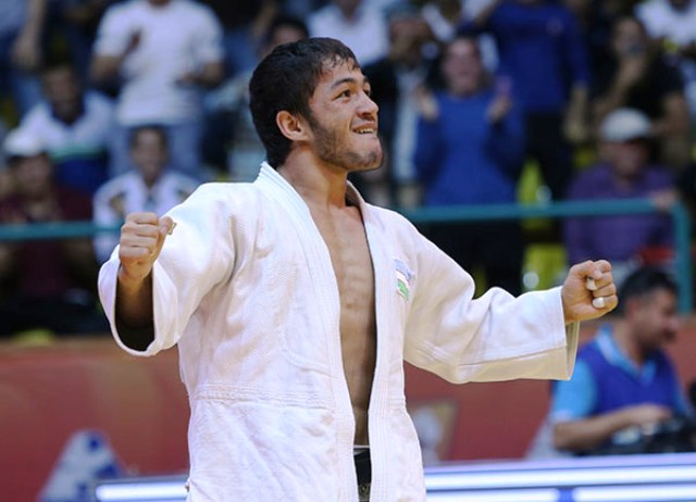 Sharafuddin Lutfillaev delighted the home crowd in the Uzbekistan Sports Complex with victory in the -60kg class