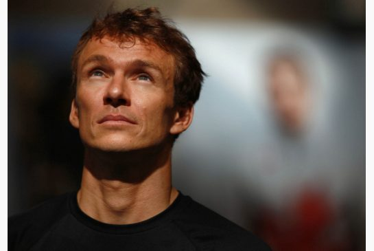 Simon Whitfield has announced his retirement at the age of 38