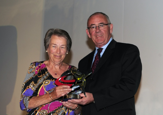 Sir Ludwig Guttmann's daughter Eva Loeffler receives a special trophy to mark his induction into the England Athletics Hall of Fame from Paul Dickenson @England Athletics