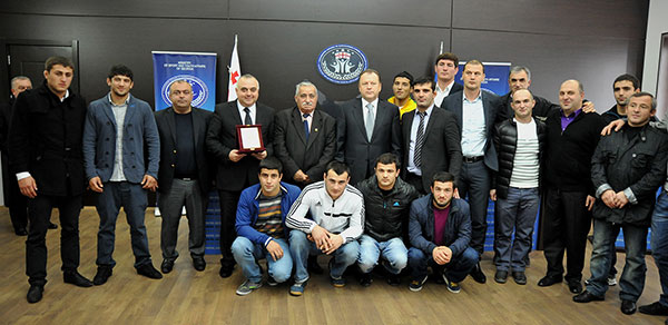Marius Vizer met with the Georgian national team who won gold in the World Championships ©IJF
