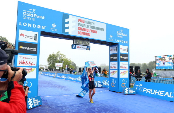 Non Stanford recovered from a broken arm mid-season to win the ITU World Triathlon Grand Final at Hyde Park in September ©Getty Images