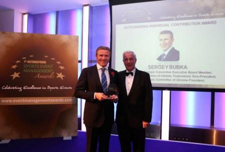 Sergey Bubka receives his award from fellow IOC member Sir Craig Reedie to highlight the ISEM Awards