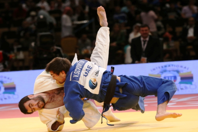 Victor Scvortov representing the UAE proved too strong for Olympic champion Mansur Isaev © IJF