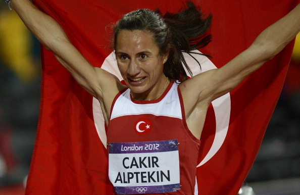 Asli Çakır Alptekin celebrates her shock victory in the 1500m at London 2012 ©AFP/Getty Images