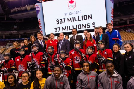 Canadian Olympians and officials as the funding increase is announced ©Winston Chow/COC