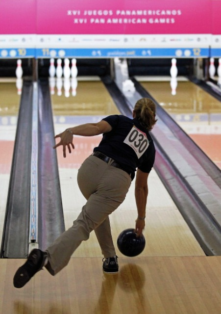 Kelly Kulick of the United States will be one of the stars competing on the lanes of Planet Bowl during Toronto 2015 ©Getty Images