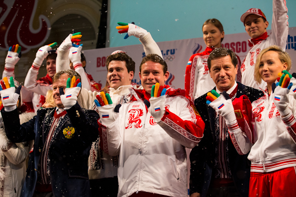Russian Olympic Committee President Alexander Zhukov poses with his athletes ©BoscoSport