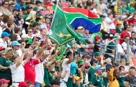 South Africa were spurred on by a passionate home support as they progressed to the quarter finals of the Cell C Nelson Mandela Bay South Africa Sevens ©IRB