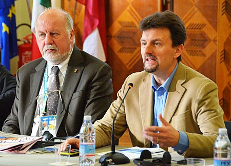 Trentino 2013 vice-President Paolo Bouquet (right) believes low budgets and a personal touch can deliver successful Universiades ©FISU