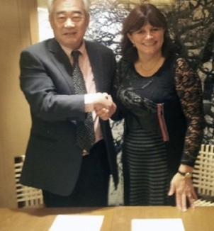 WTF President Chungwon Choue has signed an MoU with IBSA President Jannie Hammershoi giving visually impaired athletes the opportunity to take part in the sport ©WTF