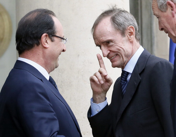 Jean-Claude Killy (right) is advising François Hollande (left) to attend a Sochi 2014 Paralympics Ceremony ©AFP/Getty Images
