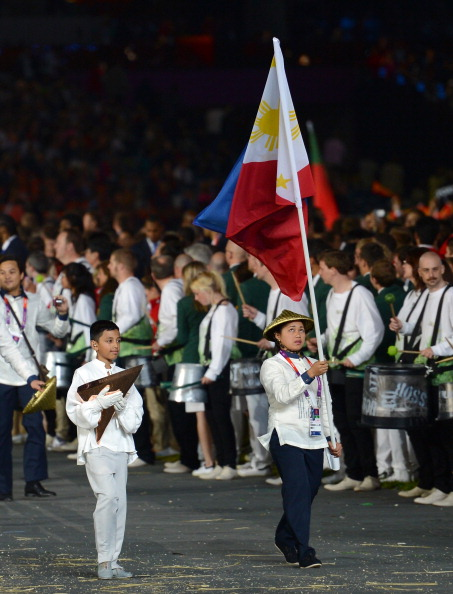 Weightlifter Hidilyn Diaz leads the Philippines delegation at the Opening Ceremony of London 2012 ©Getty Images