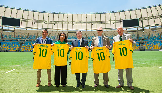 Agberto Guimaraes, Nawal El Moutawakel, Thomas Bach, Carlos Nuzman and Bernard Rajzman toured some of the Rio 2016 venues ©Rio 2016/Alex Ferro