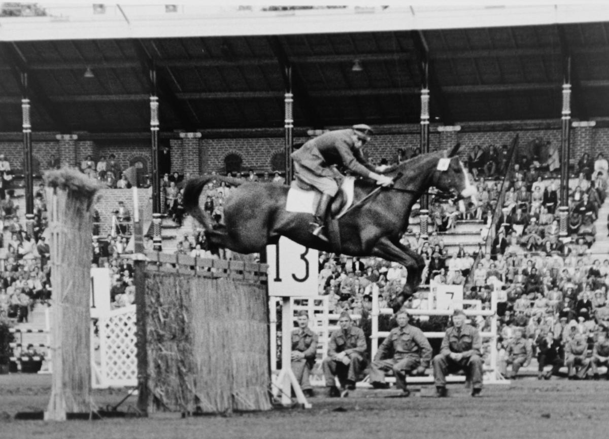 Eight-time Olympian Piero d'Inzeo has died at the age of 90 ©International Equestrian Federation