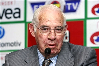 Former Spain coach Luis Aragonés has died today aged 75 ©AFP/Getty Images