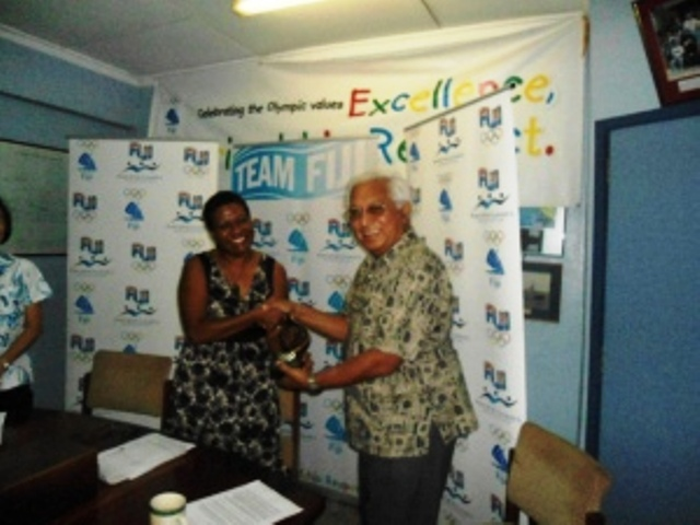 IOC Member Dr Robin Mitchell presents the IOC Trophy to SC Fiji chief executive Raijeli Nicole ©FASANOC