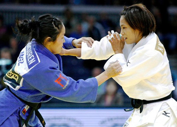 Kaori Matsumoto right returned to competitive action in Düsseldorf and claimed another gold medal ©IJF Media