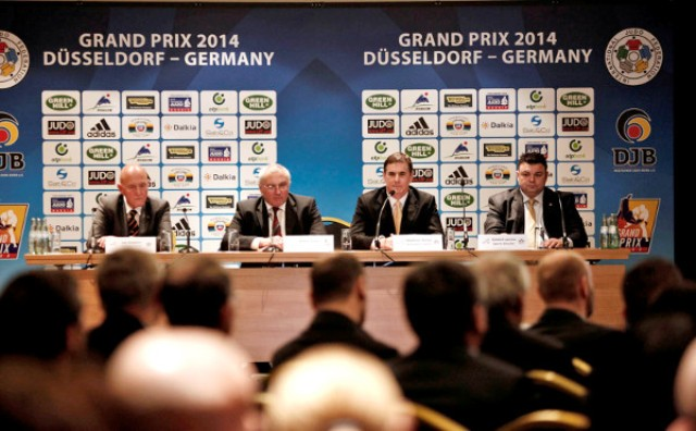 Officials conduct the draw today at the Nikko Hotel ahead of this weekend's Grand Prix ©IJF
