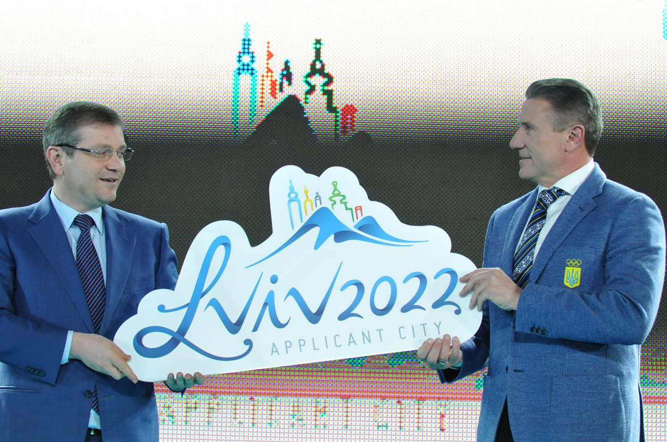 Sergey Bubka launching the logo for Lviv 2022 with Ukraine's former Deputy Prime Minister Oleksandr Vilkul, who has now been dismissed by Parliament ©Sergey Bubka
