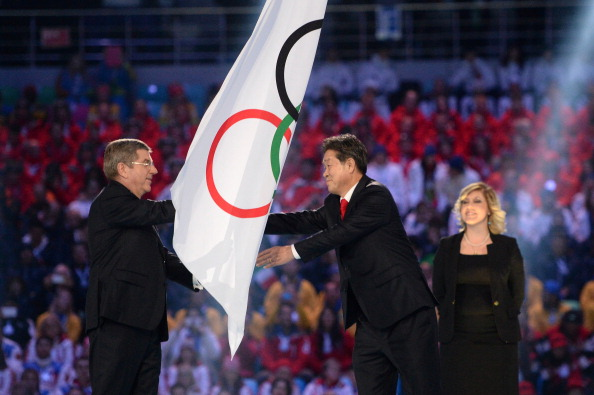The Olympic flag is passed to Pyeongchang mayor Lee Seok-rae ©Getty Images