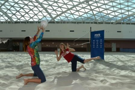Sochi Olympic speed skating champion, Svetlana Zhurova, battles it out ©FIVB