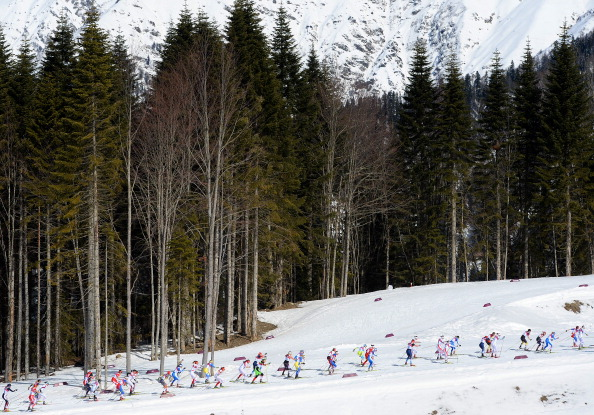 The cross country skers in the early stages of the 30km mass start ©Getty Images