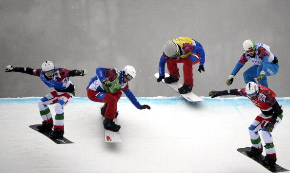 The men's snowboard cross final gets underway ©AFP/Getty Images
