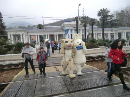 Two mascots make the morning commute from Lazarovskaia station ©Philip Barker