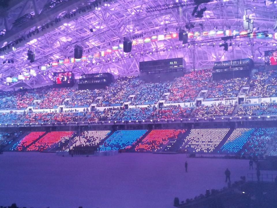 Special lights have been given to each spectator creating a red and blue glow ©ITG
