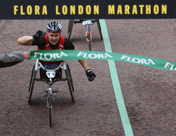 David Weir has won six men's wheelchair races at the London Marathon, including here in 2008 ©Getty Images