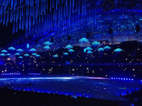 Aerial dancers mark a graceful beginning to the Closing Ceremony ©Twitter