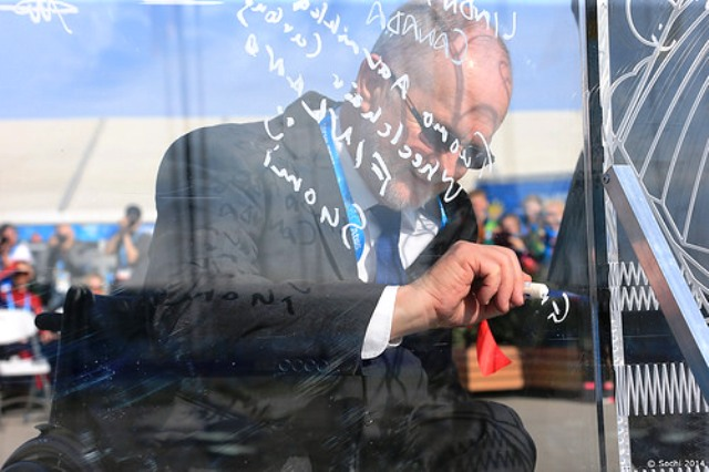 IPC President Sir Philip Craven puts his signature to the Sochi 2014 Paralympic Wall ©Sochi 2014
