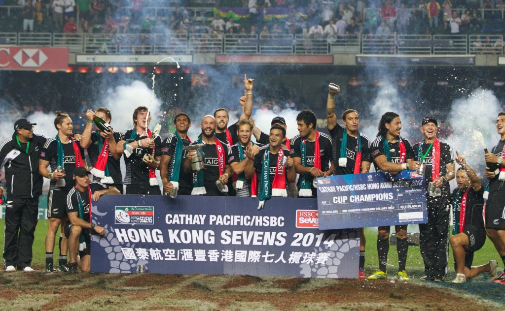 New Zealand beat England to secure the Hong Kong Sevens title and move atop the HSBC Sevens World eries standings ©IRB/Martin Seras Lima