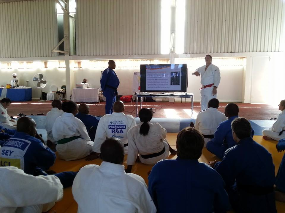 Robert Van de Walle talked of the essence of judo and how by using this essence, one can grow in themselves and use it to tackle situations in everyday life ©ITG