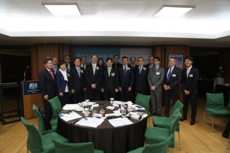 Sebastian Coe, chairman of the British Olympic Association was joined by Yong-Soon Kim, President of the ISC, Scott Wightman, British ambassador to Korea and members of the Incheon 2014 OC and Pyeongchang 2018 OC ©ISC