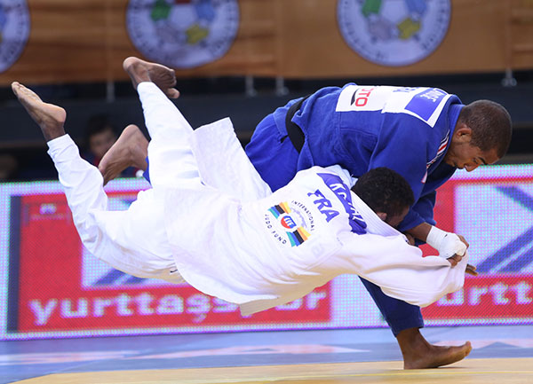 David Larose won one of two golds for France after beating compatriot Loic Korval ©IJF